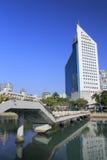 De radio en de televisie de bouw van de Xiamenstad dichtbij brug Royalty-vrije Stock Foto's