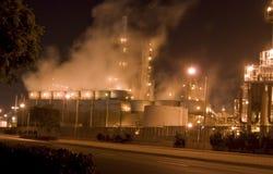 De raffinaderij & de rook het toenemen van de olie Royalty-vrije Stock Foto