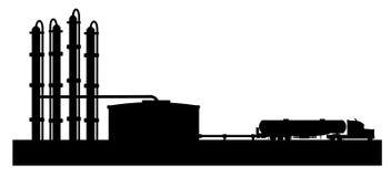 De raffinaderij van de aardolie met tankwagen   Stock Fotografie