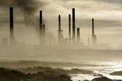 De raffinaderij van de olie Stock Afbeeldingen