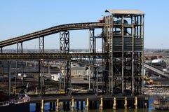 De raffinaderij van de steenkool Stock Fotografie