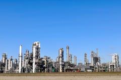 De raffinaderij van het chemische product en van de olie Stock Afbeeldingen