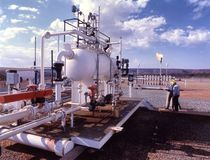 De raffinaderij van de olie en van het gas stock fotografie