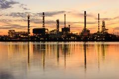 De raffinaderijfabriek van de olie Stock Foto