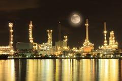 De raffinaderijfabriek van de olie Stock Afbeeldingen