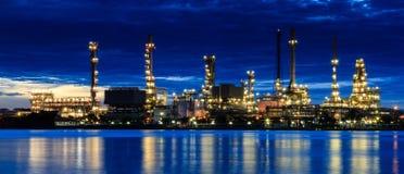De raffinaderijfabriek van de olie Stock Fotografie