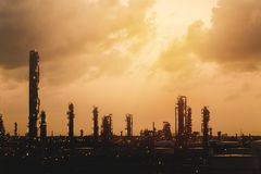 De raffinaderijinstallatie van de olie en van het gas Stock Fotografie