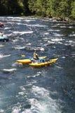 De rafting vrouw van de stroomversnellingrivier Stock Foto