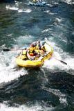 De rafting vrouw van de stroomversnellingrivier Stock Foto's
