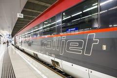 De Railjet-trein in Oostenrijk Stock Afbeelding