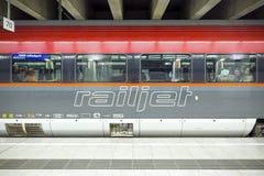 De Railjet-trein in Oostenrijk Royalty-vrije Stock Foto's
