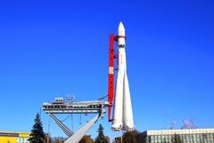 """De raket """"Vostok"""" op het lanceringsstootkussen Royalty-vrije Stock Foto"""