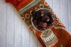 De Ramadan van de de avondmaaltijd van het Ftharvoedsel kareem, Concept: Datum van het Islamitische die vasten, fruitdatum op een stock foto