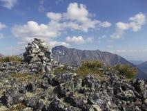 De rand van Barguzinsky van het berglandschap bij Meer Baikal Stock Foto's