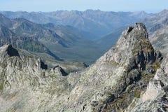De Rand van bergenbarguzinsky in Meer Baikal Stock Afbeelding