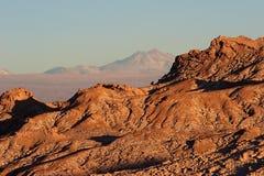 De rand van de rots in Atacama Woestijn, Chili Stock Afbeeldingen