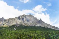 De rand van dolomietbergen stock fotografie