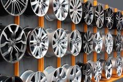De rand van het het aluminiumwiel van de auto stock fotografie
