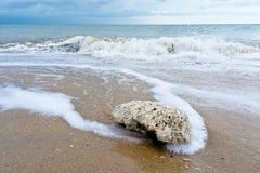 De rand van het strand. Stock Foto's