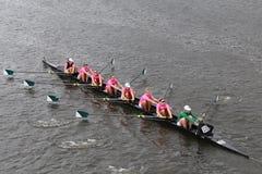 De rassen van de Dartmouthuniversiteit in het Hoofd van het Kampioenschap Eights van Charles Regatta Women stock foto