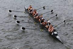 De rassen van de Radcliffeuniversiteit in het Hoofd van het Kampioenschap Eights van Charles Regatta Women stock fotografie