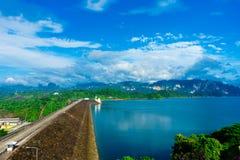 De Ratchapraphadam of Cheow Lan Dam zijn een mooie mening in Surat T Royalty-vrije Stock Fotografie