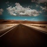 De rechte weg van de doodsvallei in woestijn Nationaal Park Royalty-vrije Stock Foto