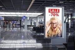De reclame van aanplakbordsteekproef in luchthaven stock afbeelding