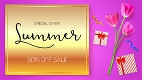 De reclameaffiche van de de zomerverkoop op een gouden achtergrond met bloemen van tulpen, vakjes van giften en aankopen 50 perce vector illustratie