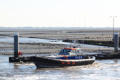 De reddingsbrigade verlaat de haven van Holwerd, Holland Stock Foto's