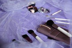 De reeks make-upborstels, professionele samenstellingshulpmiddelen, borstels voor diverse functies, bloost en vernissen De toebeh stock afbeelding