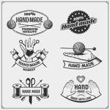 De reeks uitstekende antiquiteiten winkelt etiketten, kentekens, emblemen en ontwerpelementen vector illustratie