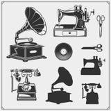 De reeks uitstekende antiquiteiten winkelt etiketten, kentekens, emblemen en ontwerpelementen stock illustratie
