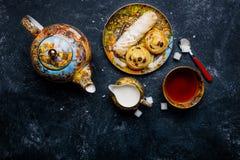 De reeks van Cofee Oosterse snoepjesbakkerij Hoogste mening Donkere achtergrond Stock Foto