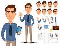 De reeks van de het karakterverwezenlijking van het bedrijfsmensenbeeldverhaal Jonge knappe glimlachende zakenman in de kleren va vector illustratie