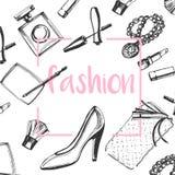 De reeks van de manierschets Hand getrokken grafische schoenen, make-upborstel, lippenstift, poeder, koppeling, parfum stock illustratie