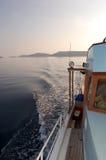 De reeks van de visserij - vissersboot het terugkeren royalty-vrije stock afbeelding