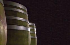 De reeks van eiken bruine vatenrij van metaalringen kopieert ruimte op een donkere whisky die van het de havenuittreksel van de a stock foto