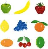 De reeks van het fruit Groene appel, gele banaan, rode aardbei, gele citroen, blauwe druiven, sinaasappel, mandarijn, kers, op ee Royalty-vrije Stock Fotografie
