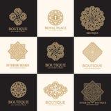 De reeks van het luxeembleem, vectorembleemmalplaatje Een inzameling van emblemen voor producten adviseerde luxeboutiques, hotels stock illustratie