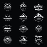 De Reeks van het het Malplaatjeontwerp van Adventure Badge Vector van de bergontdekkingsreiziger stock illustratie