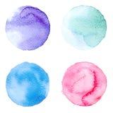 De reeks van kleurrijke die waterverfhand schilderde cirkel op wit wordt geïsoleerd Illustratie voor artistiek ontwerp Ronde vlek royalty-vrije illustratie
