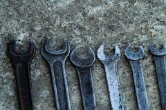 De reeks van moersleutel handig industrieel hulpmiddel verkocht sleutels in een mechanisch workshop handig hulpmiddel Royalty-vrije Stock Foto