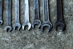 De reeks van moersleutel handig industrieel hulpmiddel verkocht sleutels in een mechanisch workshop handig hulpmiddel Royalty-vrije Stock Foto's