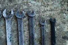 De reeks van moersleutel handig industrieel hulpmiddel verkocht sleutels in een mechanisch workshop handig hulpmiddel Stock Afbeeldingen