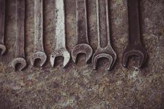 De reeks van moersleutel handig industrieel hulpmiddel verkocht sleutels in een mechanisch workshop handig hulpmiddel Royalty-vrije Stock Fotografie