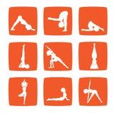 De reeks van pictogrammen van beeldverhaalmeisje het praktizeren yoga Stock Afbeeldingen