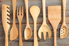 De reeks van rustieke houten handcrafted keukengerei Royalty-vrije Stock Afbeeldingen