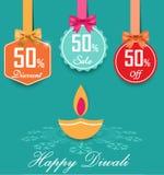 De reeks van 50% verkoop en kortings vlakke kleurenetiketten met bogen en lintenstijlverkoop etiketteert weg Ontwerp, 50 Royalty-vrije Stock Afbeeldingen