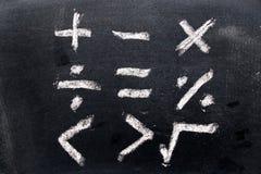 De reeks van wiskundesymbool trekt door krijt op zwarte raad Royalty-vrije Stock Afbeeldingen